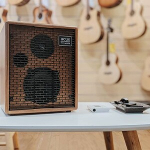 #repost @luthermusicsg  Acus amplifiers sweet, mouth-watering acoustic guitar amplifiers that brings out the true potential of your electro-acoustic guitar. So good you could sit and play with this for hours. Featured: Acus One ForStrings 5T #acussound #acusamps #acussoundengineering #acousticguitar #acusone5t #oneforstring5t #acusoneforstrings5t