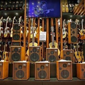 #repost  @cinguitars   #acusamps #acousticguitar #guitaramps #acousticamplification #acussoundengineering #acousticsessions #acousticguitaramp