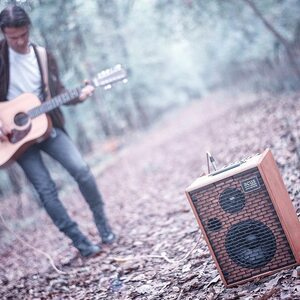 #repost @cesaresydsalvatori ・・・ Shoot for @acus_sound_engineering amp • by @opoolencemusic A.M. 🍁 📷 . . #cesaresydsalvatori #shooting #shoot #photographer #opoolence #photos #photo #autumn #amplifications #wood #woodblues #blues #music #sound #nature #acoustic #acussoundengineering #acousticguitar #12strings #musician #love #passion