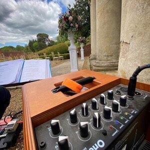 #repost @duncanhowlettguitarist.co.uk ・・・ Not just #oneforstreet @acus_sound_engineering @duncanhowlettguitarist.co.uk @wotton_house_hotel #amp #acousticamp #batterypoweredamp #buskingamp #luxury #acussound #italian #italy #oneforstreet #music #guitar #classical #flamenco #nylonstring #wottonhousewedding #weddingmusic #musician #duncanhowlettguitarist #acussoundengineering