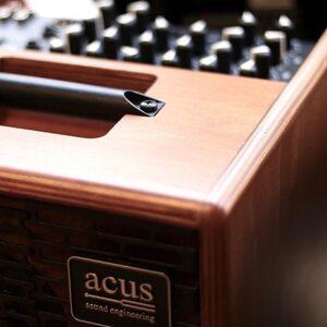 #repost @agenziagroove55 ・・・ #acus   📸 @nyamusik_musikinstrument #acusamps #acussoundengineering #acousticguitar ##acousticguitarist